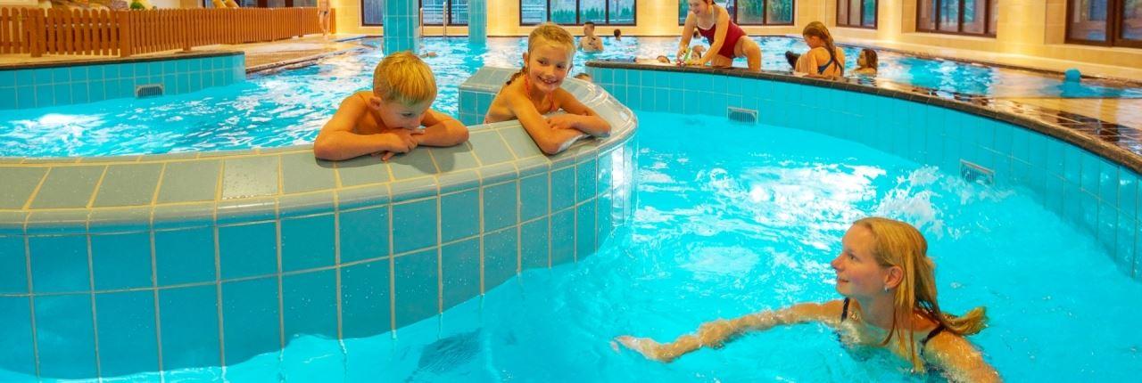 Zwemmen bij landal winterberg - Ontwikkeling rond het zwembad ...
